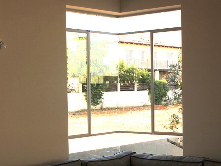 חלונות בלגיים סגירה שקטה
