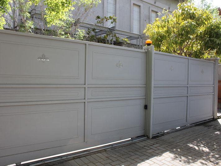 שער מעוצב לבית